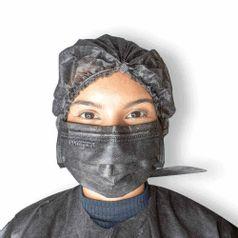 Máscara Descartavel Tripla com 50 unidades Cor Preta da Protdesc versao no rosto
